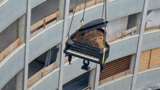 Íme a zongoraszállítás precíz munkafolyamata